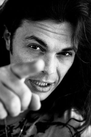 Intervista a gianluca grignani un evento speciale per i - Gianluca grignani uguali e diversi ...
