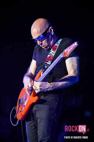 Joe-Satriani—Unsoppable-Momentum-World-Tour-2013-@-Live-Club-Trezzo-d'Adda-MI-30-maggio-2013-ph-Roberto-Finizio-3800